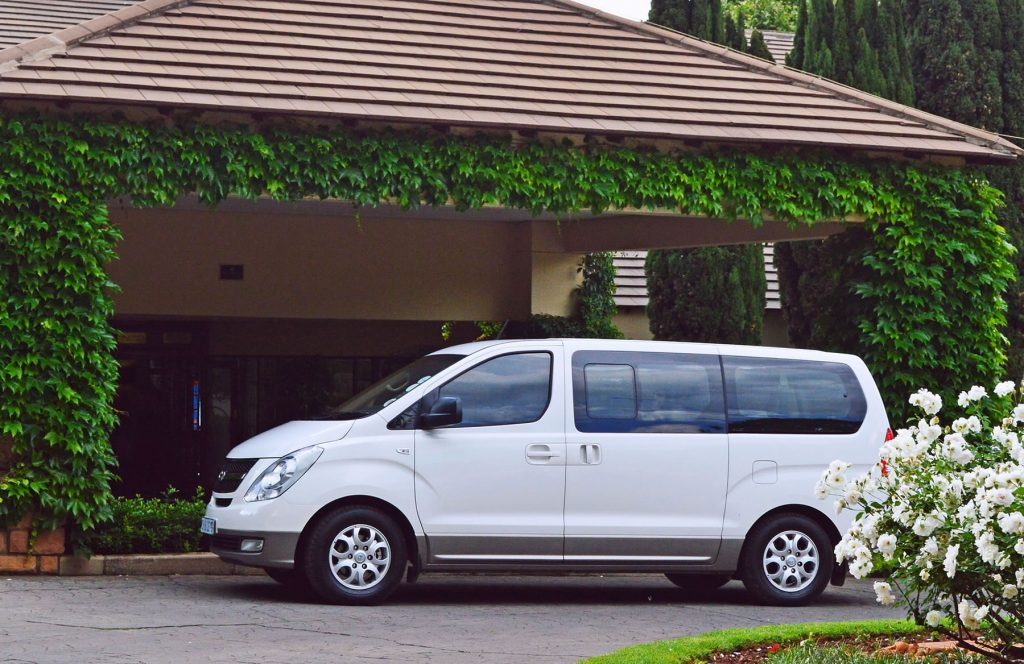 Top 5 benefits of shuttle transfers - Magic Transfers